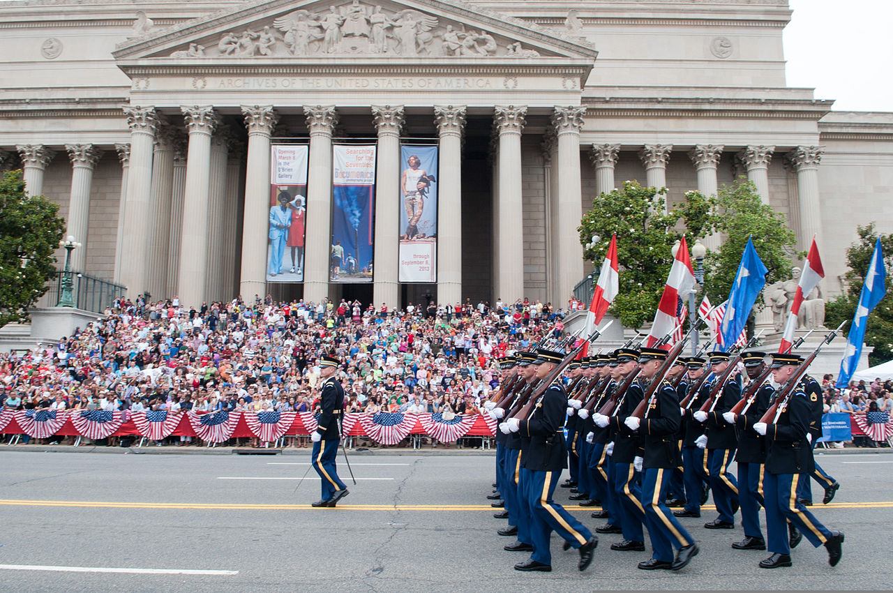 1280px-U.S._Soldiers_march_in_the_2013_National_Memorial_Day_Parade_in_Washington,_D.C.,_May_27,_2013_130527-A-AO884-136